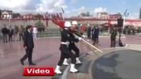 لأول مرة في تاريخ تركيا.. شرطية محجبة تظهر في احتفالات عيد النصر