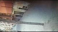 (+فيديو مثير)كاميرا مراقبة توثق لحظة انتزاع لص لمحفظة امرأة بالقوة بأيت ملول وفراره إلى وجهة مجهولة