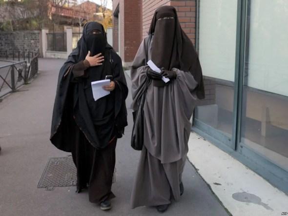 """سلطات أكادير """"منع خياطة وبيع البرقع والنقاب لاعلاقة له باللباس المغربي التقليدي"""