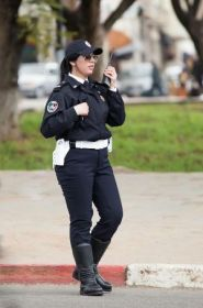 بالصور والفيديو:البوليسية سناء التي ألهبت مواقع التواصل بجمالها
