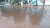 بالصور:أزقة وشوارع تتحول إلى برك مائية بمدينة أكادير