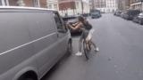 انتقام فتاة تقود درَّاجة من سائق تحرَّش بها