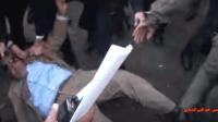 القوات المساعدة تسقط الملياردير فوزي الشعبي أرضا (فيديو)