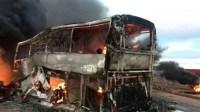 خطير:مصرع 20 طفلا  في حادث اصطدام شاحنة و حافلة مدرسية وهذه هي التفاصيل
