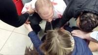 شاب يشرمل فتاة بتزنيت ويسقطها أرضا في حالة إغماء بسبب رفضها منحه رقم هاتفها، والشرطة تدخل على الخط: