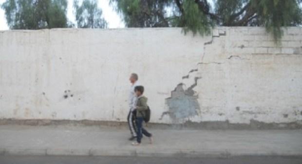 اكادير:السور الخارجي لمؤسسة تعليمية بأكادير على وشك الانهيار، وأولياء التلاميذ يدقون ناقوس الخطر