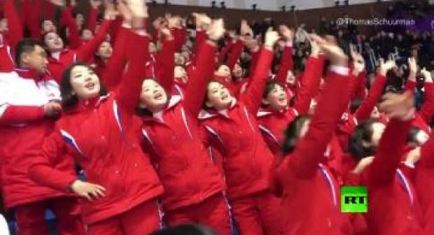 مشجعات كوريا الشمالية الفاتنات يبهرن العالم