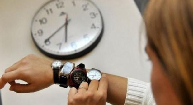 مغاربة متخوفون من إضافة ساعة جديدة إلى التوقيت الرسمي للمملكة، والإنتظار يطال نتائج دراسة الوزارة حول تأثير الساعة الإضافية