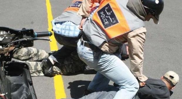 """شرطي يطلق الرصاص على""""بيتبول""""هاجم الشرطة بتحريض من صاحبه. وهذا ما وقع"""
