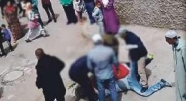 مثير:مختل عقليا يهاجم مسجدا، ويعرض حياة أحد المصلين للخطر عقب صلاة الفجر