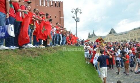 الجماهير المغربية تكتسح الساحة الحمراء بموسكو بالشعارات والأهازيج قبل مواجهة البرتغال