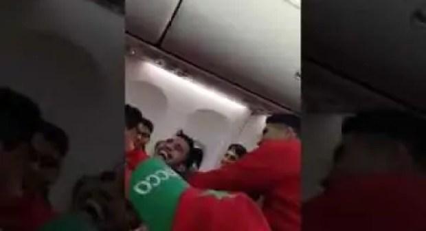 شاهد أجواء عودة المنتخب المغربي الى أرض الوطن بعد الأداء المشرف في المونديال