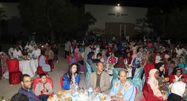 فضاء القطب الجامعي بأيت ملول يحتضن إفطارا جماعيا للأيتام والأرامل استفاذ منه أزيد من 400 مستفيد.