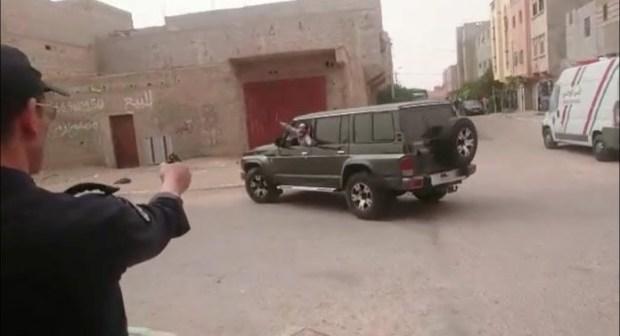 """خطيربالفيديو:مطاردة هوليودية بالمسدسات من طرف الشرطة لسائق """"كاطكاط"""" بالعيون"""