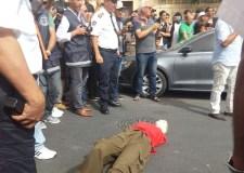بالصور والفيديو: قاتل طليقته بأكادير يعيد تمثيل جريمته وسط حشد غفير من المواطنين