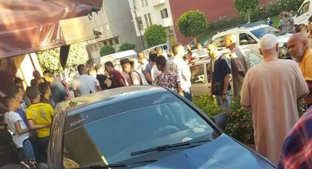 بالصور:سيارة مجنونة تقتحم مقهى وتقتل شابا وترسل آخر إلى العناية المركزة