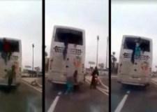 فيديو الهروب الجماعي لمهاجرين أفارقة من حافلة أثناء ترحيلهم إلى أكادير
