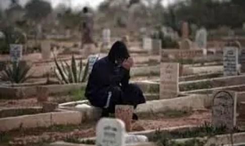 مثير:زوج يخرج جثمان زوجته من القبر ويبرر فعلته بتنفيذه لرؤيا في المنام