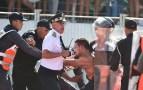 بالصور:مواجهات عنيفة بين فصائل الرجاء انتهت باعتقال عدد من المشجعين