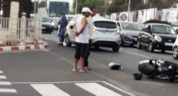 عاجل بأكادير(+صور): اصطدام قوي بين سيارة و دراجة نارية ينتهي بشاب في قسم المستعجلات في وضعية حرجة.