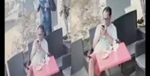 سرقة هاتف من يد زبون وسط مقهى بطريقة الخطف الجنوني..