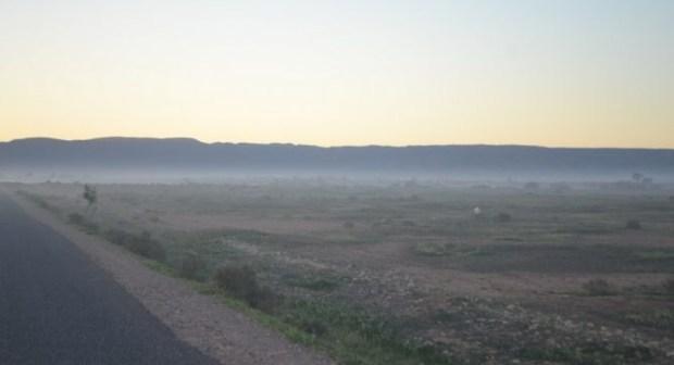"""تارودانت: دخان مستودعات الفحم يحول حياة المواطنين إلى جحيم، ومتضررون يوجهون مدفعيتهم باتجاه السلطات، ويتهمونها ب""""التواطؤ""""."""