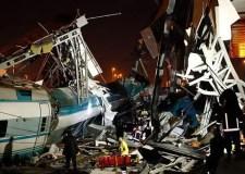 7 قتلى وأكثر من 46 جريح في تحطم قطار أنقرة …وعدد ضحاياه لا يزال في ارتفاع.