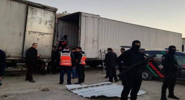 تفاصيل مثيرة عن عملية حجز ما يقارب 14 طنا من مخدر الحشيش وسط شاحنة بقلب حي شعبي