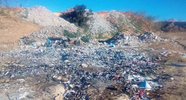 أكادير:نفايات تحاصر ساكنة تدارت أنزا، وسط مطالب بتدخل الجهات الوصية لحماية البيئة و الإنسان.(+صور)