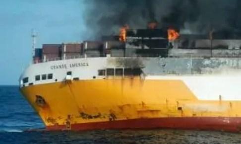 أثرياء مغاربة يفقدون سياراتهم الفارهة بعد احتراق سفينة في سواحل فرنسا