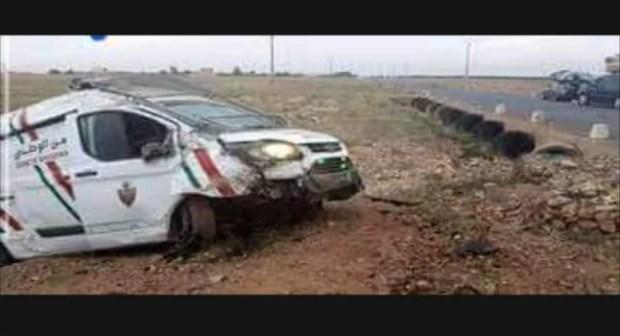 """سيدي إفني: نجاة رجال شرطة من الموت في حادث إنقلاب مفاجئ لسيارة """"صطافيت""""."""