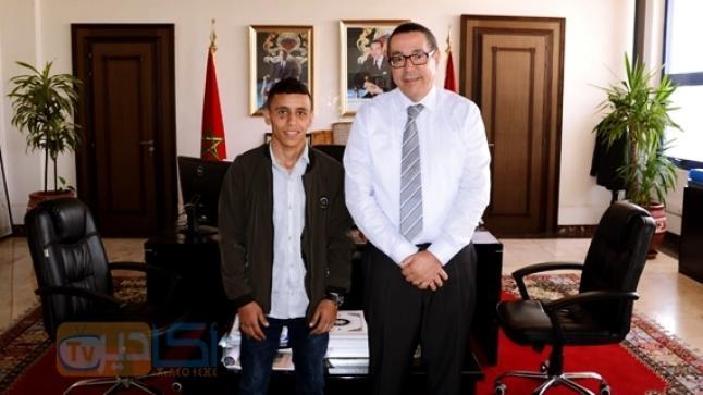 والي جهة سوس ماسة يستقبل ابن أكادير بطل المغرب في الملاكمة