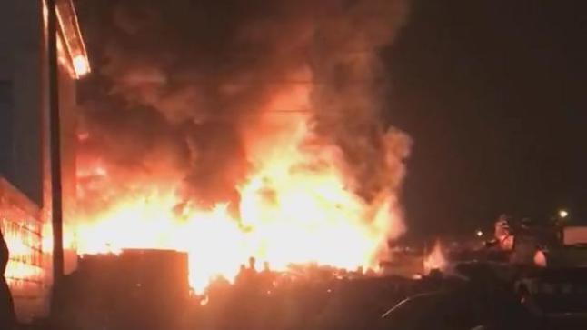 حريق مهول بسوق للمتلاشيات بحي سيدي يوسف بأكادير