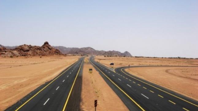 """""""الطريق السريع تزنيت-الداخلة"""" محور طرقي بمواصفات تقنية عالية لربط وسط المملكة بأقاليمها الجنوبية"""