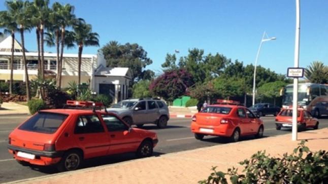 عصابة تسرق سيارة أجرة صغيرة بأكادير