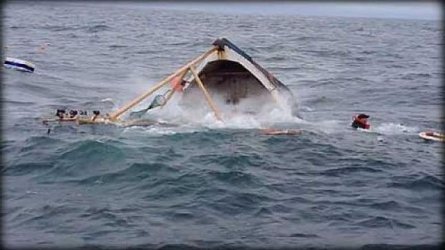 غرق مركب صيد والبحث عن بحارة مفقودين