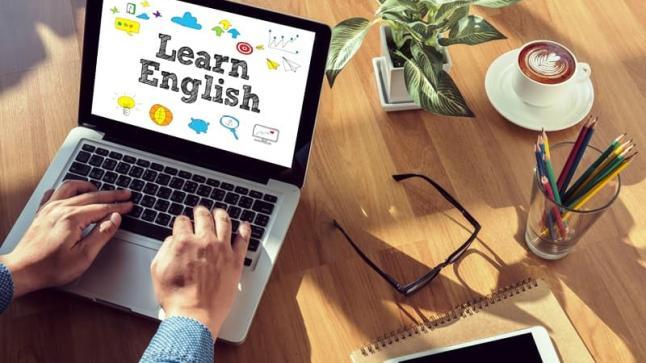 يهم التلاميذ .. برنامج لتعلم اللغة الانجليزية على الإذاعة الوطنية لأول مرة