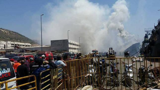 """اندلاع حريق """"مهول"""" في باخرة للصيد البحري بميناء أكادير"""