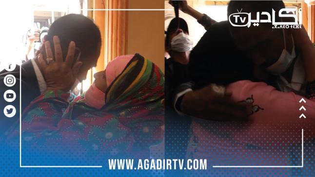 مؤثر.. والدة السائق المصاب في الهجوم المسلح بمالي تستقبله بالدموع (فيديو)