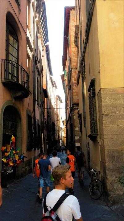italien-lucca-strassenschlucht