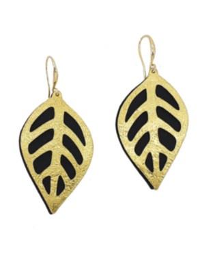 Χειροποίητα σφυρήλατα σκουλαρίκια από ορείχαλκο. Καταπληκτικά σκουλαρίκια φύλλα, αποτελούμενα από δύο κομμάτια μετάλλου που κινούνται μεταξύ τους,το μπροστινό μέρος σε χρυσό χρώμα και το πίσω σε μαύρο. Τα σκουλαρίκια είναι υποαλλεργικά (Nickel free). Μέγεθος σκουλαρικιών 5,5cm μήκος. Ολα μας τα κοσμήματα μένουν αναλλοίωτα αφού έχουν εμβαπτιστεί σε ειδικά βερνίκια. Τα σκουλαρίκια, διαχρονικά και σύγχρονα, είναι η λεπτομέρεια που τραβά τα βλέμματα και μαγνητίζει.