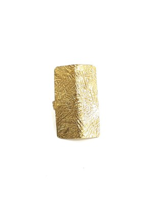 Χειροποίητο δαχτυλίδι από ορείχαλκοMinimal δαχτυλίδι σε ορθογώνιο σχήμα με νεύρο στο κέντρο του. Όλα τα κοσμήματα Agapi concept μένουν αναλλοίωτα αφού έχουν εμβαπτιστεί σε ειδικά βερνίκια. Ρυθμιζόμενη γάμπα για όλα τα μεγέθη. Τα δαχτυλίδια είναι από τα πολύ αγαπημένα κοσμήματα για τις γυναίκες, αφού έχουν το πλεονέκτημα να είναι ορατά ανά πάσα στιγμή και να στολίζουν όμορφα τα χέρια. Επιλέξτε αυτό που ταιριάζει καλύτερα στην προσωπικότητα σας και απογειώστε όλα σας τα outfit.