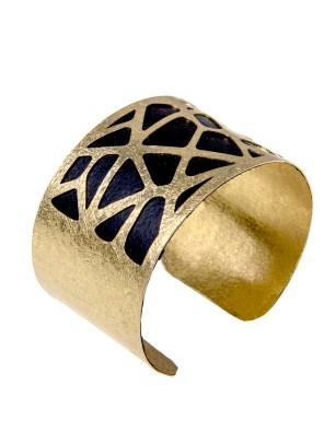 Χειροποίητο βραχιόλι από ορείχαλκο. Απίθανο multilevel βραχιόλι συνδυασμός δύο μεταλλικών στοιχείων μαύρου και χρυσού. Προσαρμόζεται σε όλα τα μεγέθη. Όλα τα κοσμήματα Agapi concept μένουν αναλλοίωτα αφού έχουν εμβαπτιστεί σε ειδικά βερνίκια. Αναδείξτε το στυλ σας με τα πιο fashionable κοσμήματα προσιτής πολυτέλειας. Μοναδικές δημιουργίες για statement εμφανίσεις.