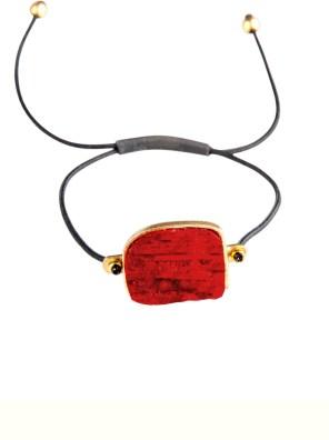 Χειροποίητο βραχιόλι από ορείχαλκο. Φανταστικό λαμπερό βραχιόλι δεμένο με εντυπωσιακή κόκκινη επεξεργασμένη πέτρα. Το κορδόνι ρυθμίζεται σε όλα τα μεγέθη. Όλα τα κοσμήματα Agapi concept μένουν αναλλοίωτα αφού έχουν εμβαπτιστεί σε ειδικά βερνίκια. Αναδείξτε το στυλ σας με τα πιο fashionable κοσμήματα.