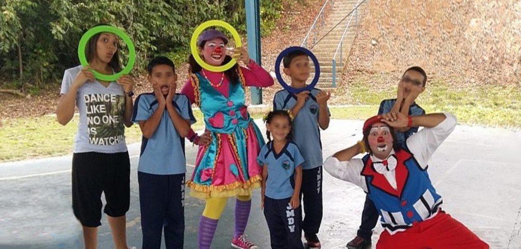Payasos Agapita y Che-ché Presentaciones Escolares