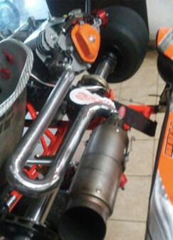 colector de escape motores 4T montado en kart