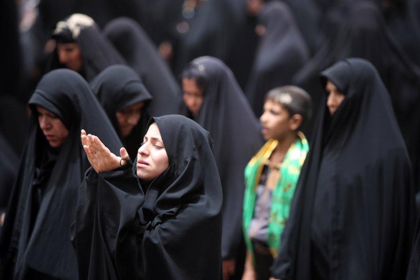 muslim woman praying.jpg