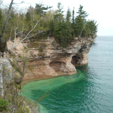 Pictured-Rocks-1