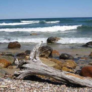 Waves,-rocks,-and-driftwood