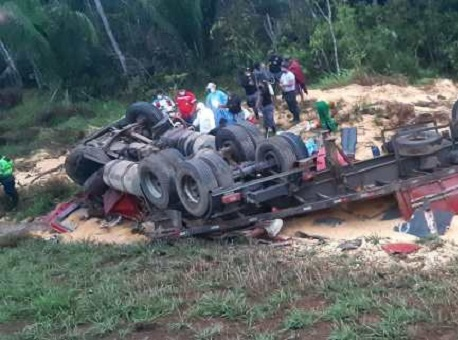 15-09-2020 homem-morre-em-acidente-em-estrada-peruana